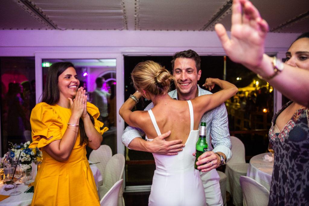 abbraccio e divertimento festa sposi ristorante matrimonio Portofino ricevimento