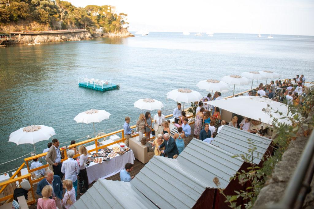 ristorante matrimonio Portofino ricevimento ombrelloni e invitati festa