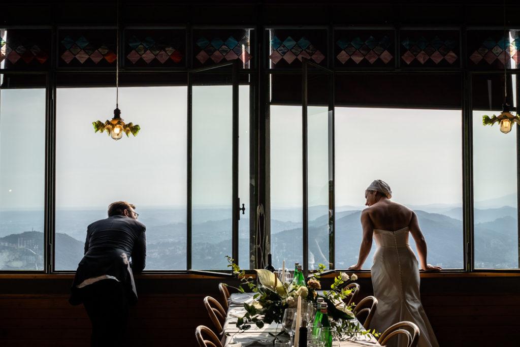 foto artistica sposi al matrimonio panorama lago di como