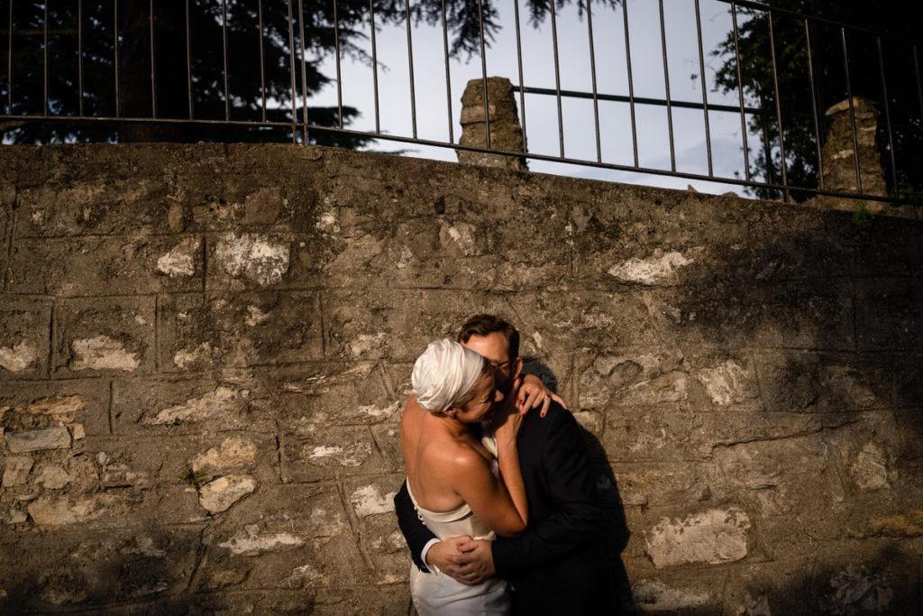 abbraccio sposi matrimonio lago di como