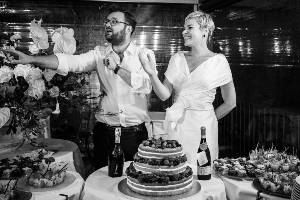 torta e sposi matrimonio lago di como
