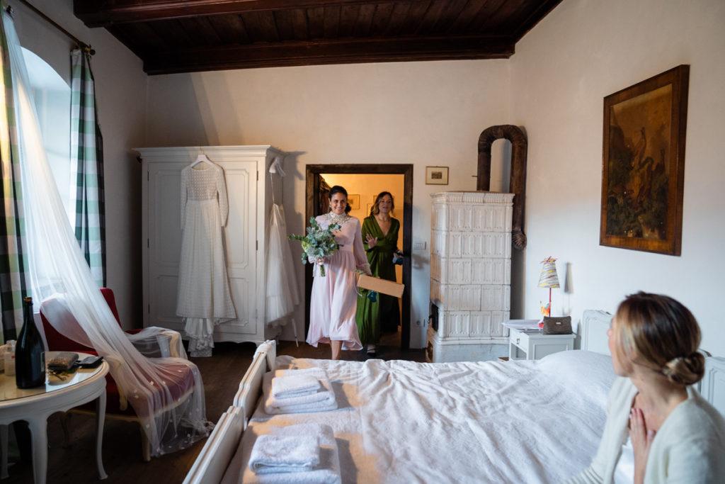 fotografo matrimonio trento Italia fiori bouquet sposa vestito stile lusso eleganza hotel reportage fotografia