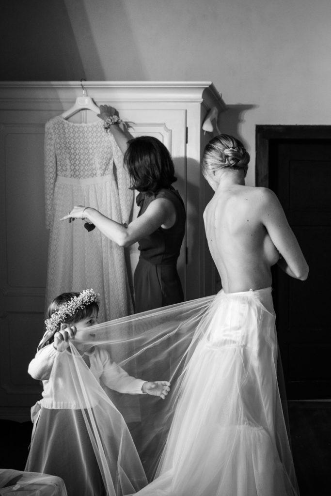 migliore fotografo matrimonio reprotage Trento Italia villa lusso vestoto sposa Giuliani couture bambini fotografia autoriale elegante
