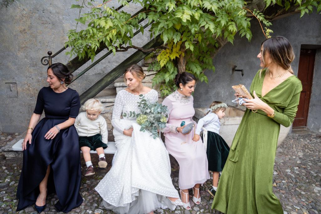 migliore fotografo matrimonio matrimoni Italia Trento bambini lusso elegante vestito sposa Giuliani couture fotografia arte autore top amiche bouquet villa dimora antica cortile damigelle