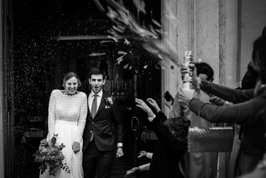 cerimonia Trento Italia fotografo matrimonio reportage lusso eleganza chiesa tradizionale sposa vestito Giuliani sposa sposo emozioni amici festa riso