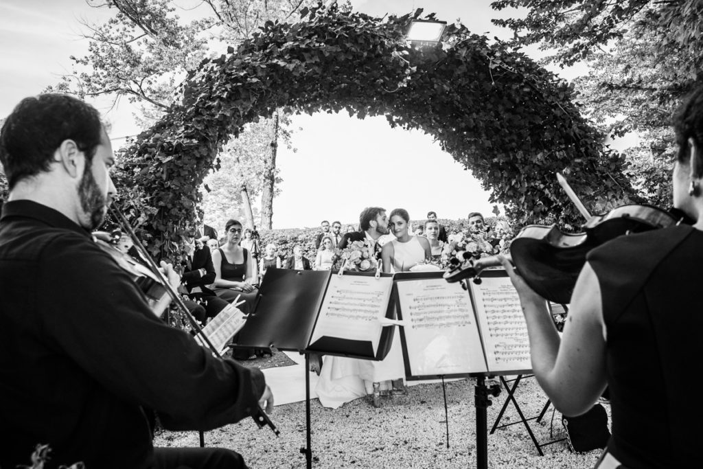 wedding music best photographer events bride top dress Piccini reportage legant location country Italy Piedmont cerimony authorial photography