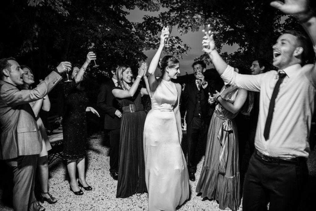 migliore fotografo matrimonio Italia Piemonte Gavi Villa Meirana Broglia vini cerimonia reportage invivtati lusso eleganza campagna abbracci brindisi festa sposa servizio fotografico sposi ricevimento vestito