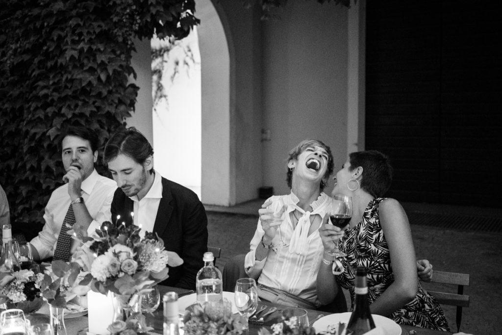 migliore fotografo matrimonio Italia Piemonte Gavi Villa Meirana Broglia vini cerimonia reportage invivtati lusso eleganza campagna abbracci risate festa ricevimento cena sposi