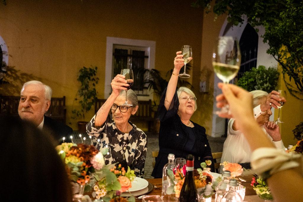 migliore fotografo matrimonio Italia Piemonte Gavi Villa Meirana Broglia vini cerimonia reportage invivtati lusso eleganza campagna abbracci risate festa ricevimento cena sposi brindisi
