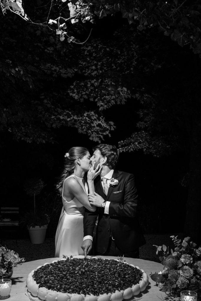 migliore fotografo matrimonio Italia Piemonte Gavi Villa Meirana Broglia vini cerimonia reportage invivtati lusso eleganza campagna abbracci risate festa ricevimento cena sposi torta nuziale Capurro