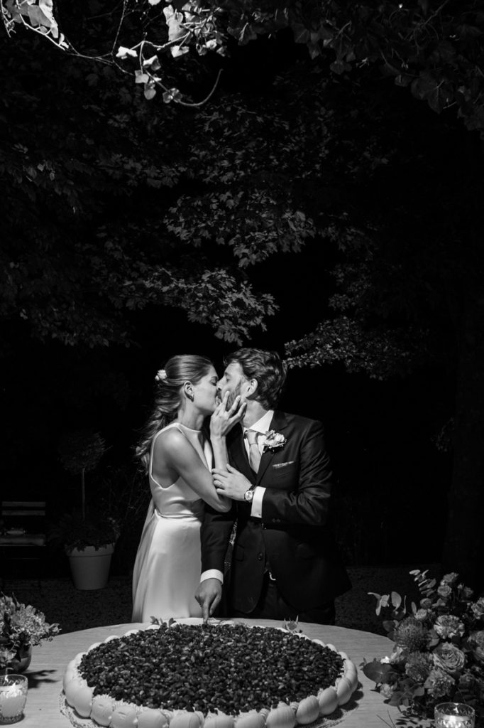 bride wedding top photographer Italy Piedmont emotional pictures moments special day flowers hugs weddings authorial pictures dinner reportage cake weddings elegant luxury location bw kiss