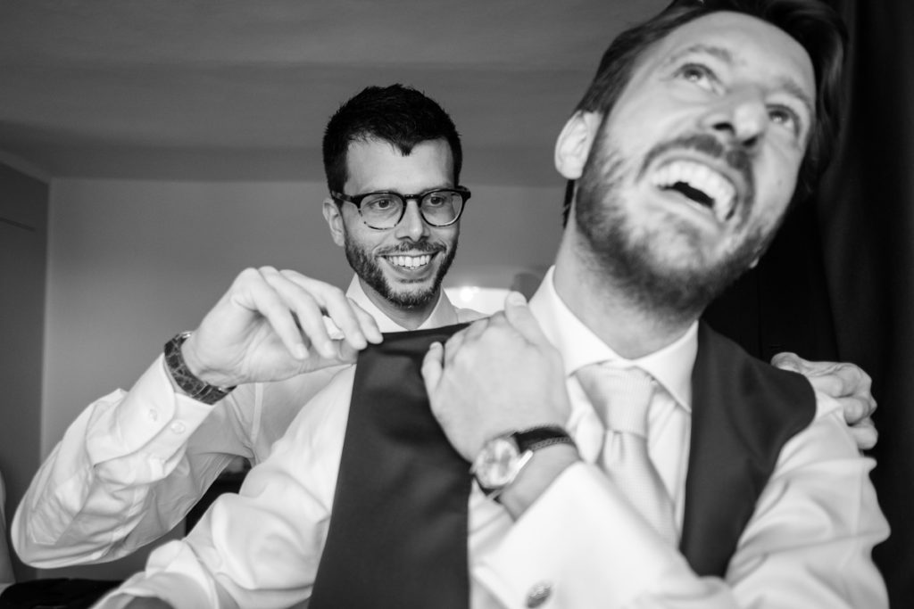 groom top wedding photographer luxury locations Italy Piedomnt groom reportage authorial photography