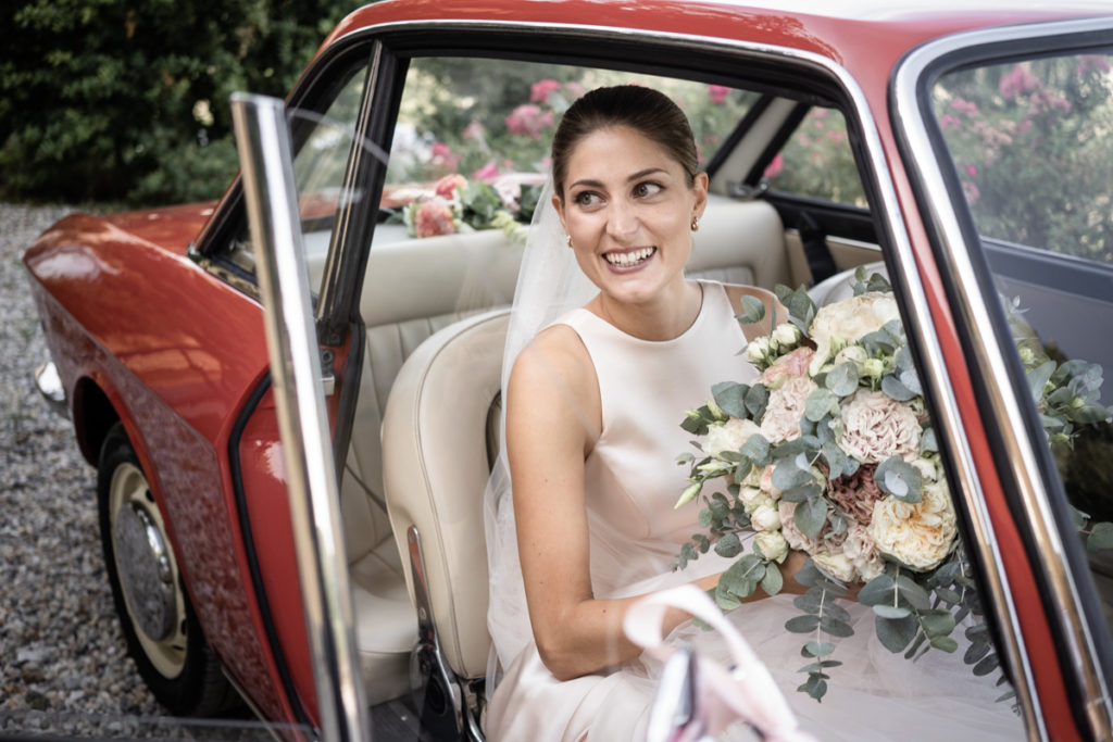 best bride dress wedding photographer reportage car vintage flowers bouquet Italy Piedmont