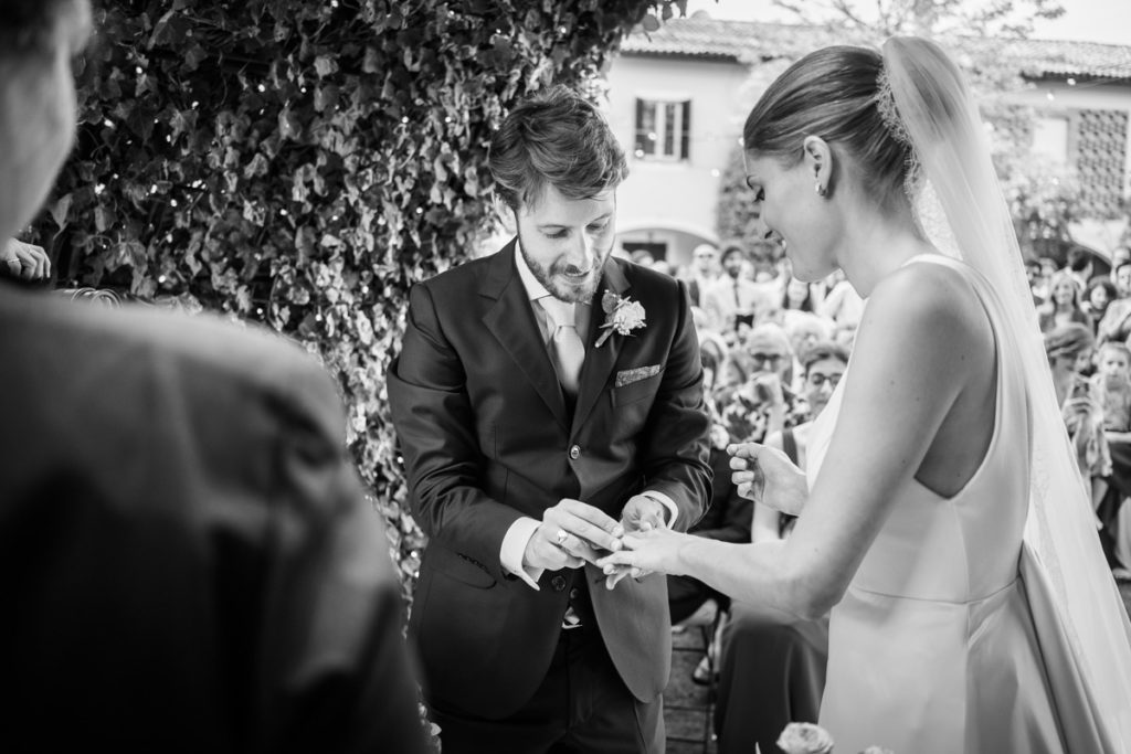 wedding best photographer events bride top dress Piccini reportage legant location country Italy Piedmont cerimony authorial rings