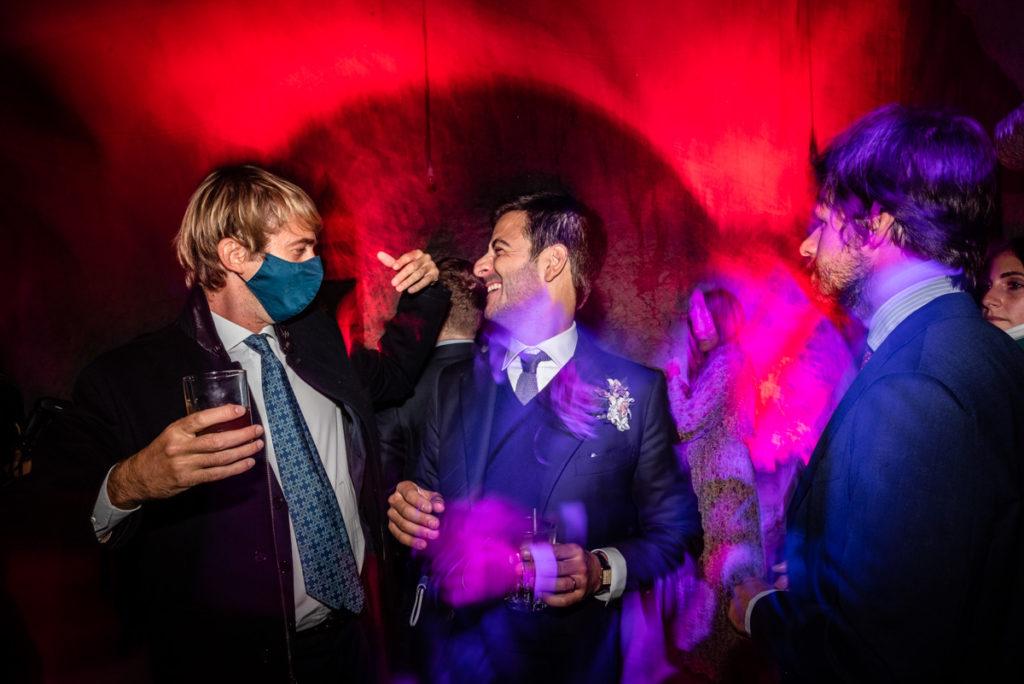 fotografo matrimonio reportage top servizio foltografico Trento Italia candele atmosfera villa dimora antica allestimento lusso eleganza danza musica festa amici sposi sposo