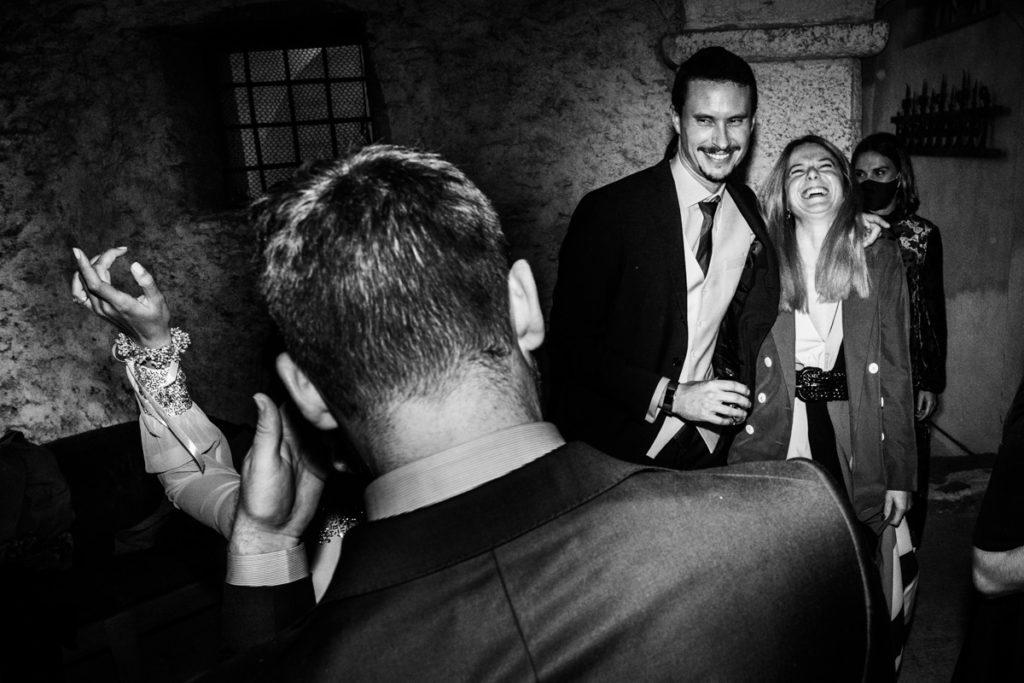 fotografo matrimonio reportage top servizio foltografico Trento Italia candele atmosfera villa dimora antica allestimento lusso eleganza danza musica festa amici sposi