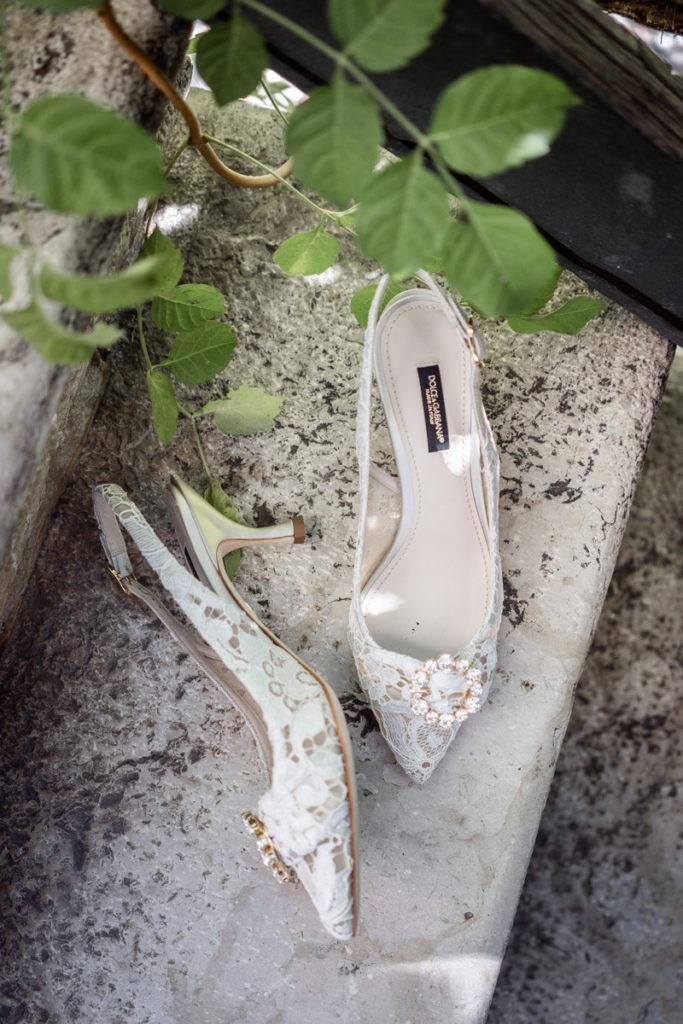 dettagli fotografo matrimonio reportage lusso eleganza scarpe D&G classe sposa villa antica Trento Italia