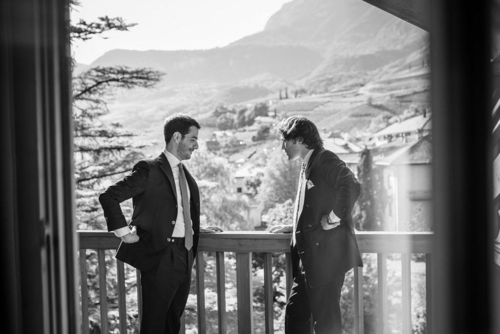 sposo matrimonio fotografo reportage Trento Italia campagna lusso hotel eleganza fotografia bianco nero migliore top