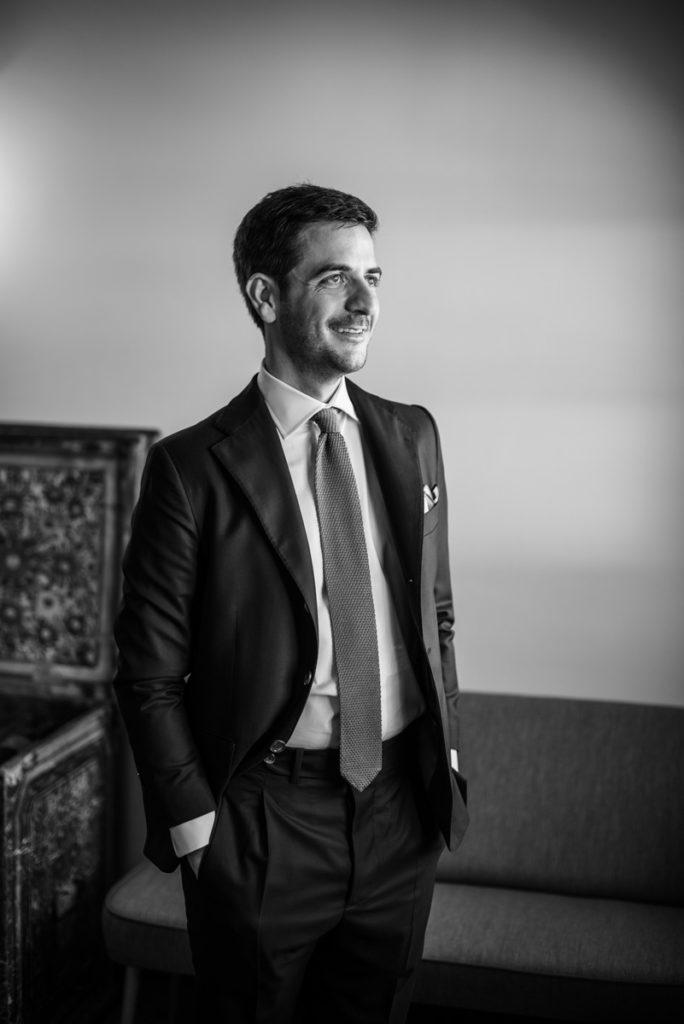 sposo vestito fotografo matrimonio elegante eleganza reportage stile lusso Trento Italia