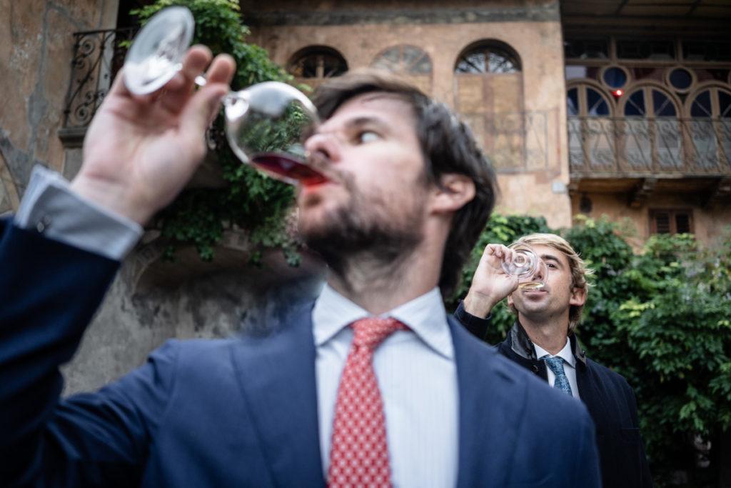 fotografo migliore matrimonio Trento Italia reportage vino Alois Lageder amici aperitivo villa dimora antica lusso eleganza