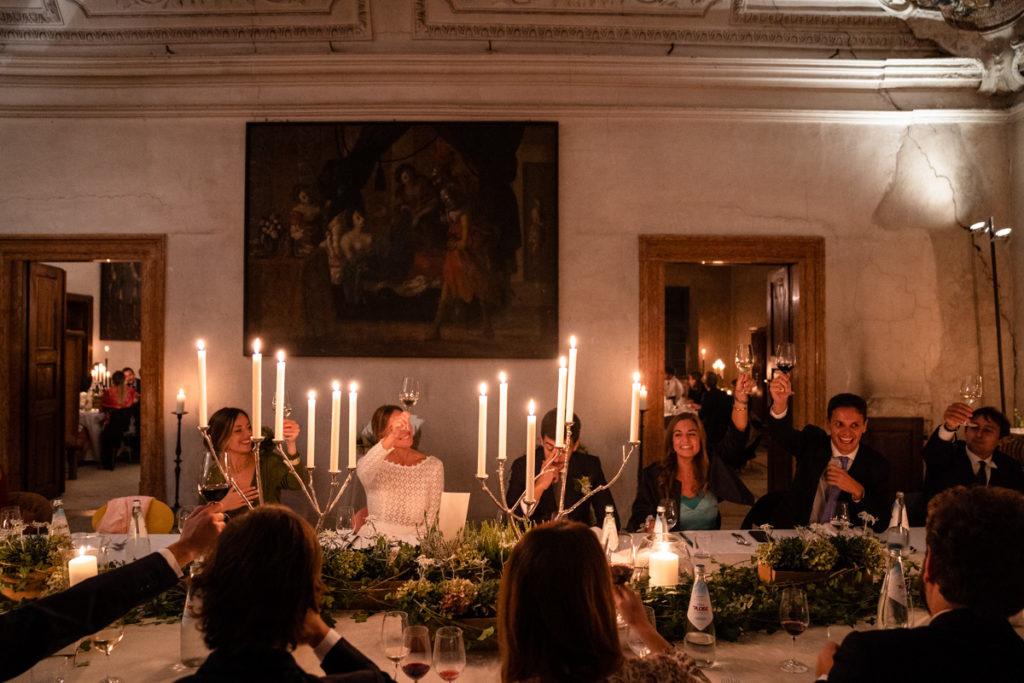fotografo matrimonio reportage top servizio foltografico Trento Italia cena candele atmosfera villa dimora antica allestimento brindisi lusso eleganza classe