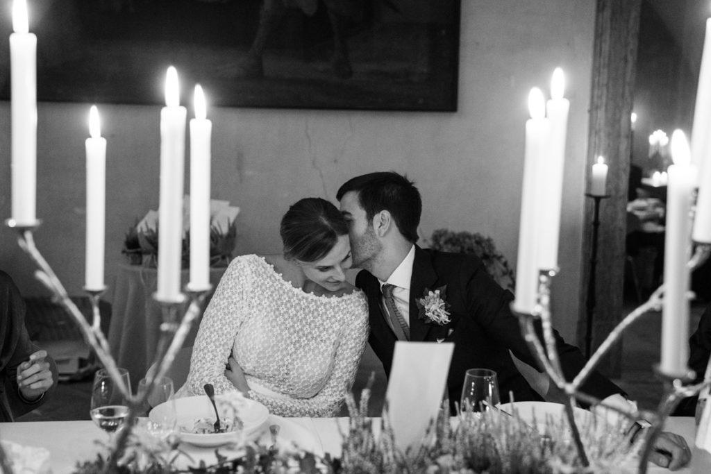 fotografo matrimonio reportage top servizio foltografico Trento Italia cena candele atmosfera villa dimora antica allestimento brindisi lusso eleganza baci romantica