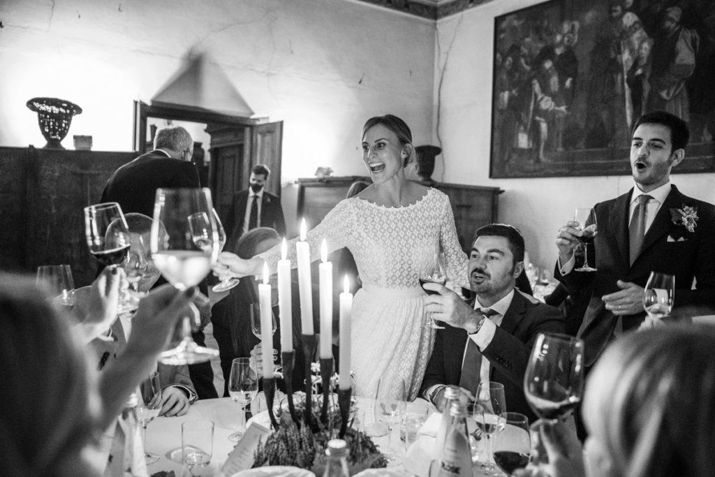 fotografo matrimonio reportage top servizio foltografico Trento Italia cena candele atmosfera villa dimora antica allestimento brindisi lusso eleganza brindisi sposa sposo