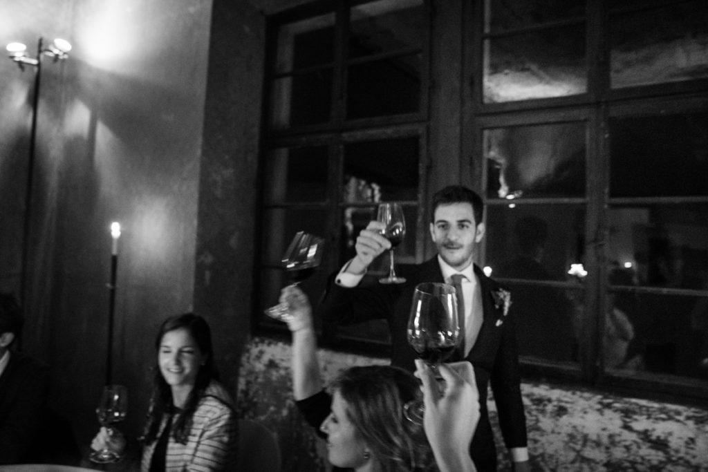 fotografo matrimonio reportage top servizio foltografico Trento Italia cena candele atmosfera villa dimora antica allestimento brindisi lusso eleganza sposo