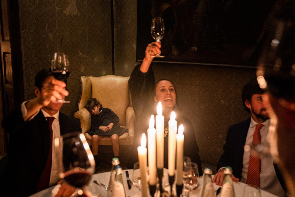 fotografo matrimonio reportage top servizio foltografico Trento Italia cena candele atmosfera villa dimora antica allestimento brindisi lusso eleganza bambini brindisi fotografia autore