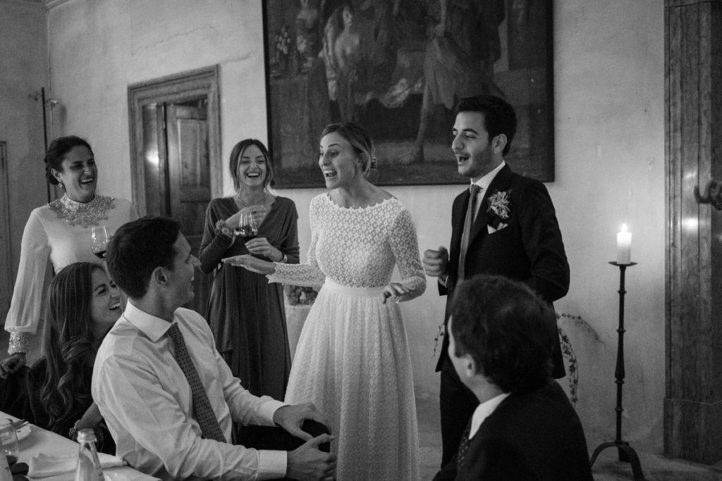 fotografo matrimonio reportage top servizio foltografico Trento Italia cena candele atmosfera villa dimora antica allestimento brindisi lusso eleganza amici fotografia autoriale