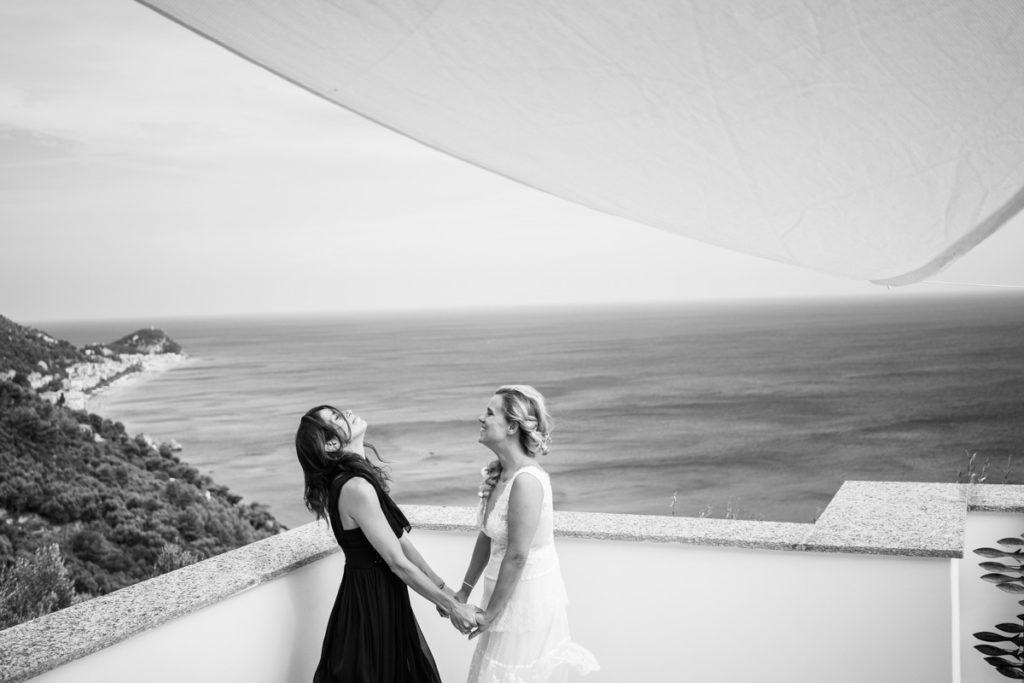Bride dress Atelier Eme Genova Finale Liguria La Ginestra Villa Ulivi wedding photographer Italy friends bridesmaids sea summer reportage