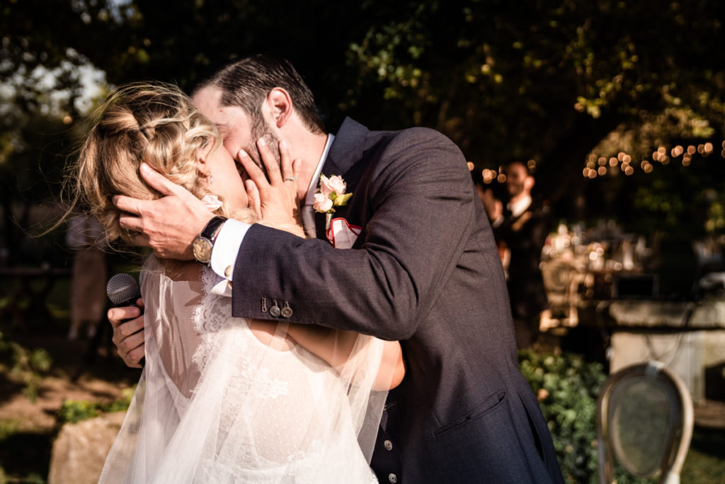 cerimony wedding photographer reportage cry bride groom La Ginestra Liguria Italy elegant summer events best location sunset kiss passion