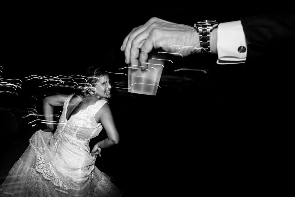 Fotografo matrimonio la Ginestra, abito sposa location ulivi truccatrice lusso Valentina Guria atelier eme Genova sposa fotografia vestito mare liguria pizzo felicità reportage emozioni sposi campagna Liguria aperitivo festa sposo amici cena festa amici brindisi luci atmosfera allestimenti mojito balli danze orologio sposi